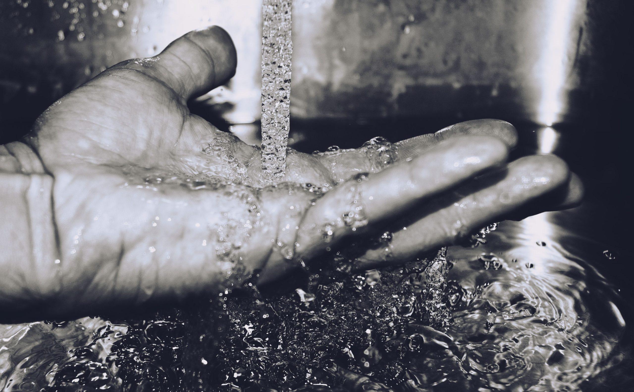 La mémoire de l'eau et le traitement des allergies et intolérances